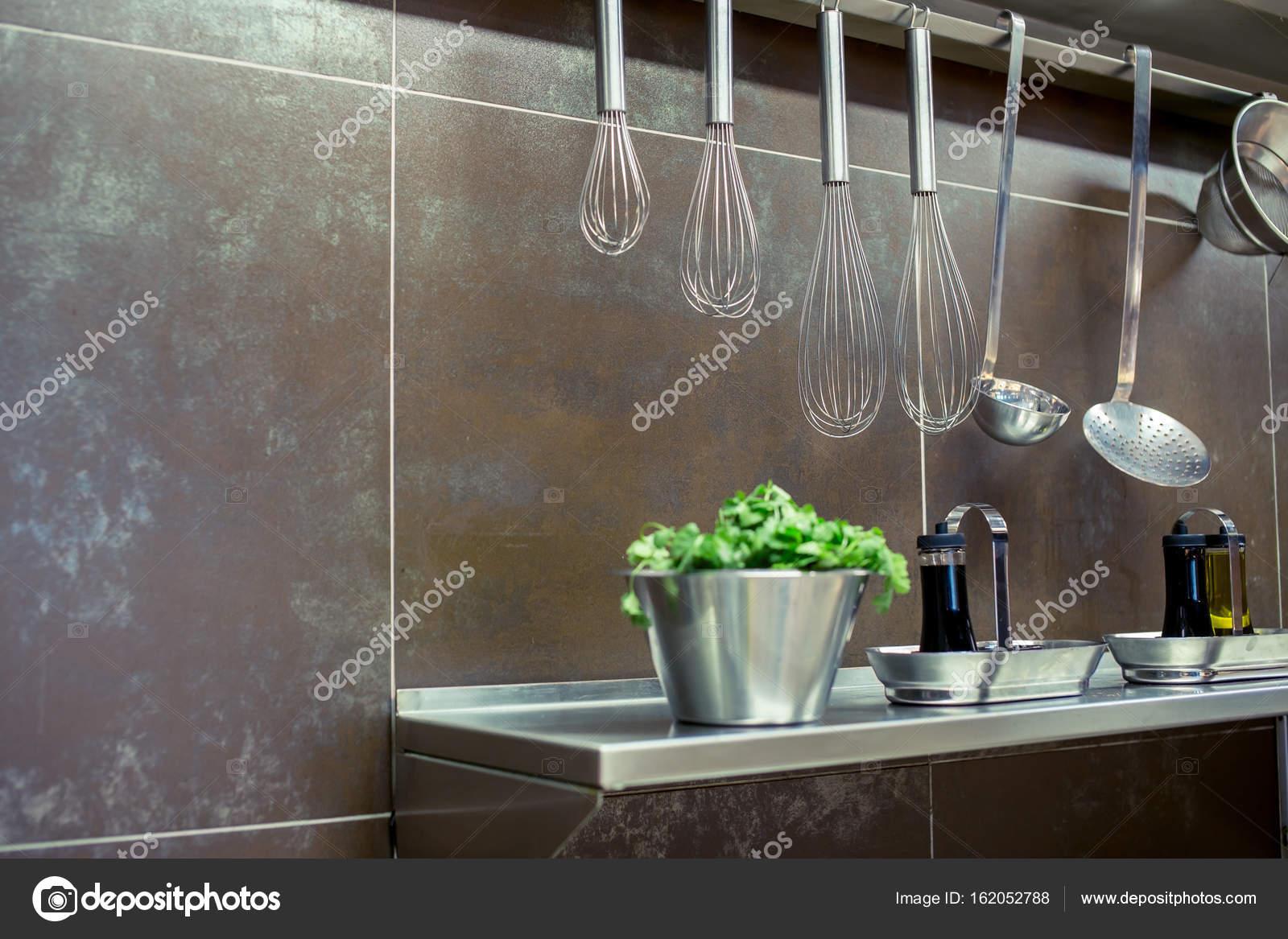 Utensilios de cocina latón, accesorios de chef. Colgante cobre ...