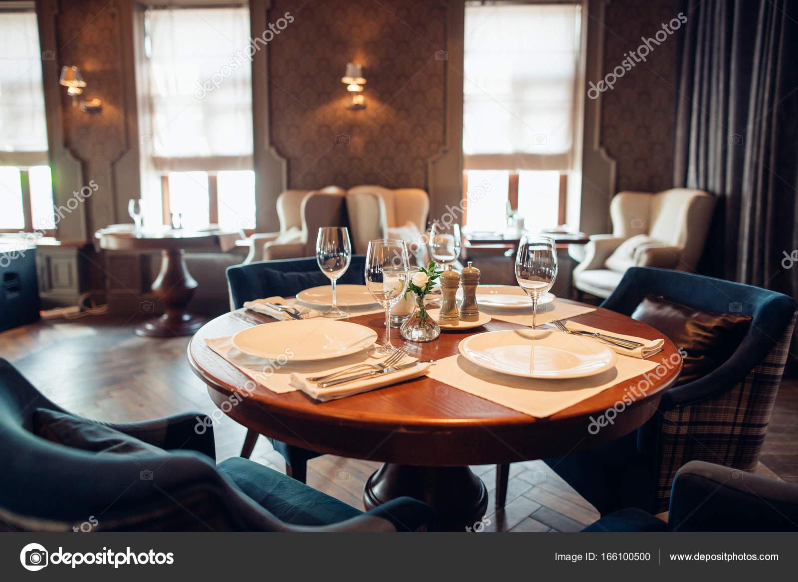 Interieur eines modernen Restaurants, klassisches Design ...
