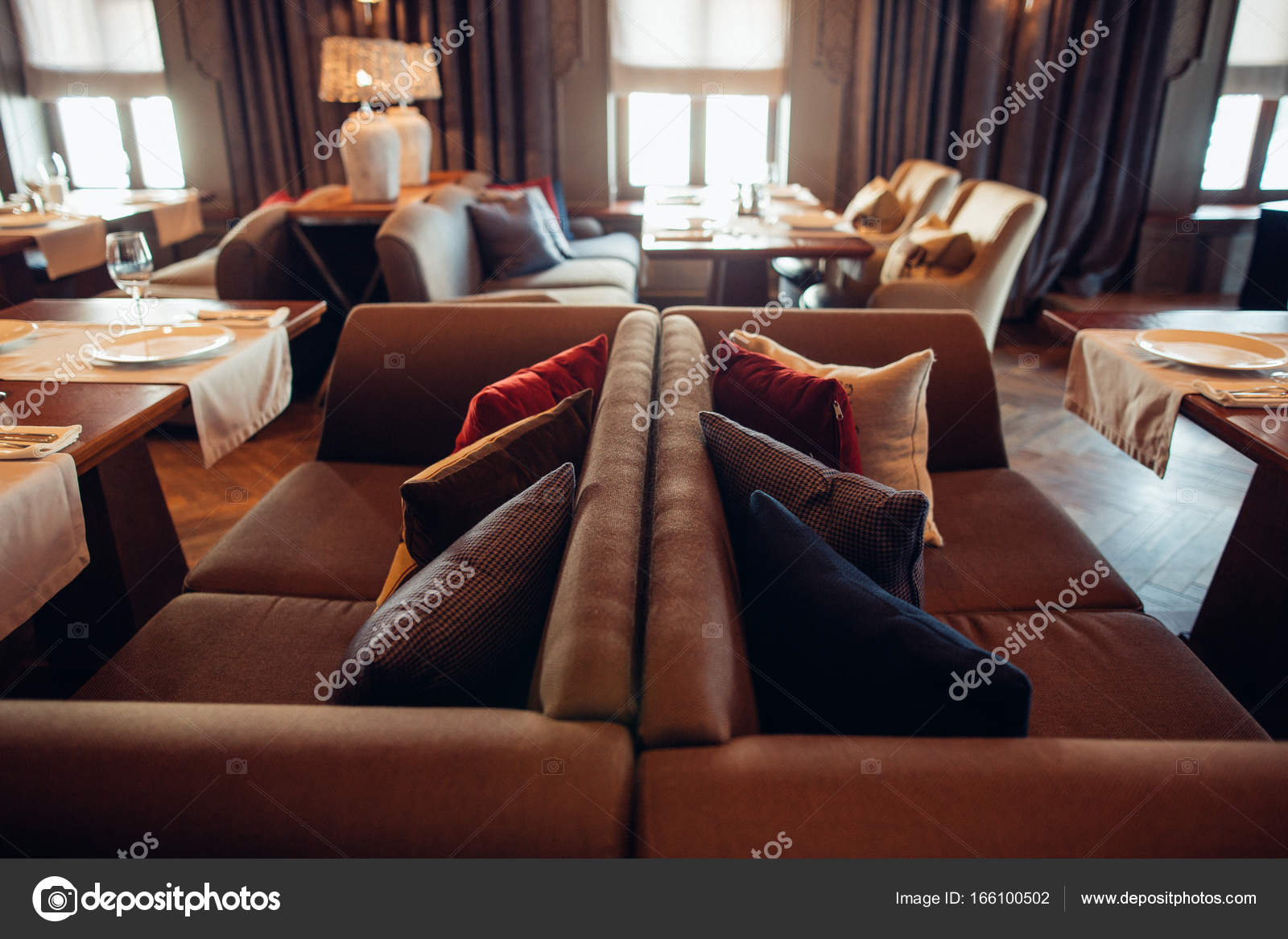 Innere des Restaurant, Vintage-Stil, klassische Möbel aus Holz ...