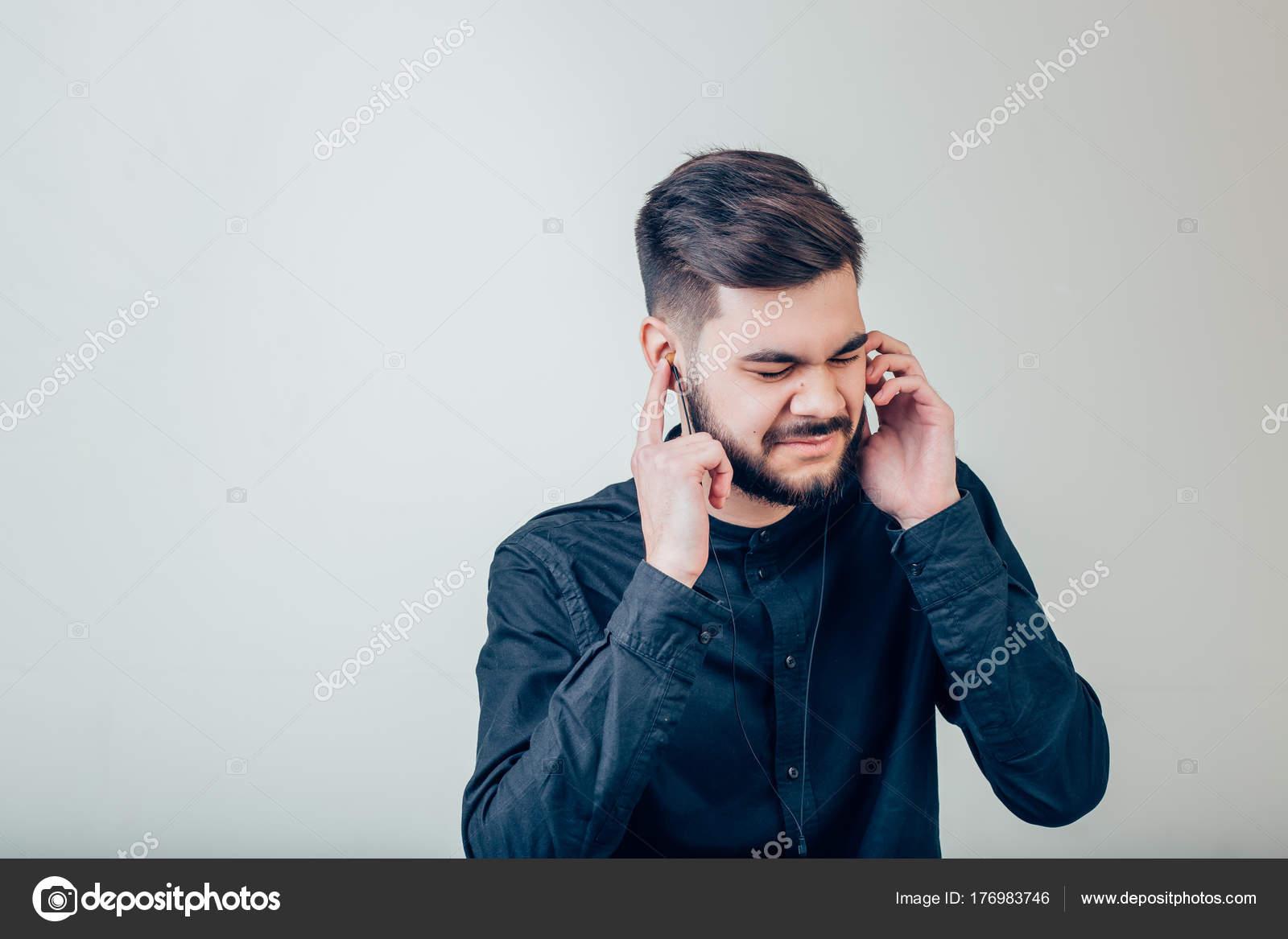 4f349725482 Bearded Man Blank Snapback Cap Summer Time.Young Men Using Smartphone  Headphones — Stock Photo