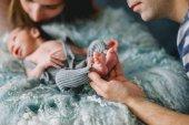 Fotografie glückliche eltern mit neugeborenen