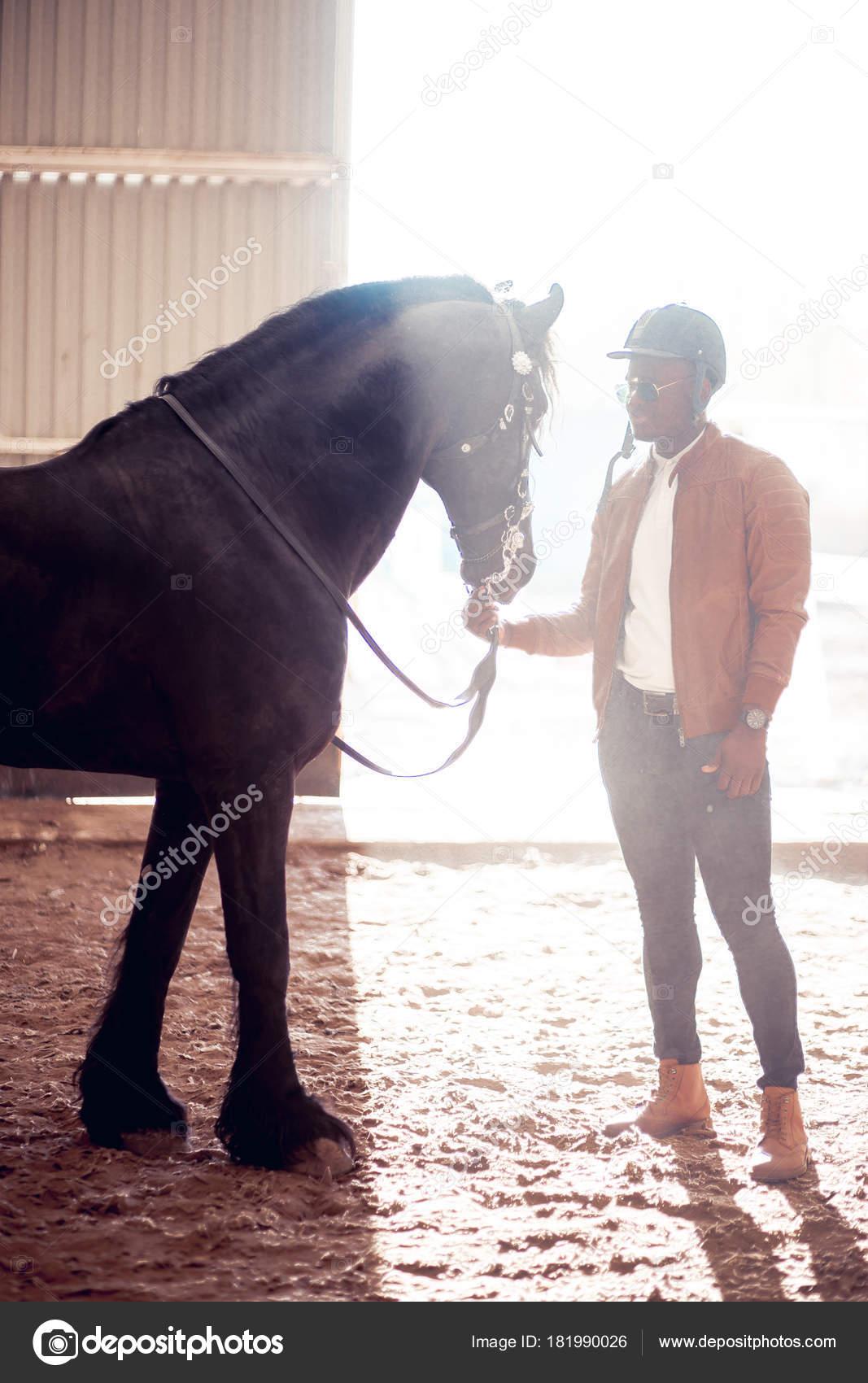 Soleil Noir AfricainLunettes Cheval Le Homme De Près Dans vm0ON8nw