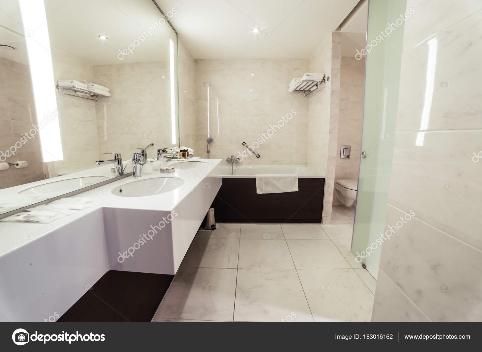 Designer Bathroom With Shower Tiling U2014 Stock Photo