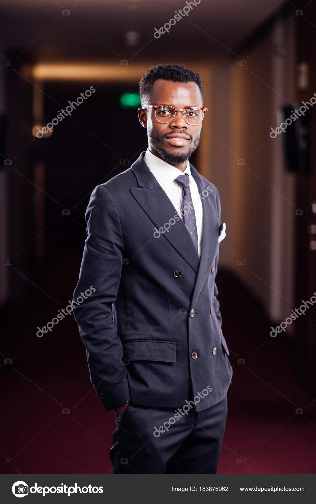 foto di uomo con giacca