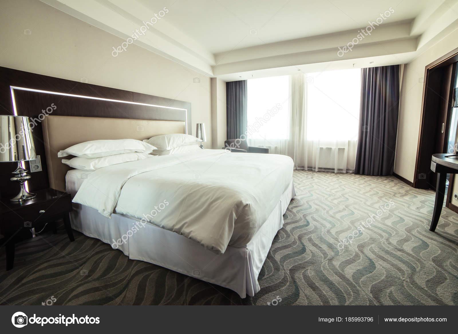 interieurinrichting van luxe hotel slaapkamer — Stockfoto ...