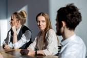 Fotografia Multietnica gente di affari occupato Diverse che si siede sulla riunione
