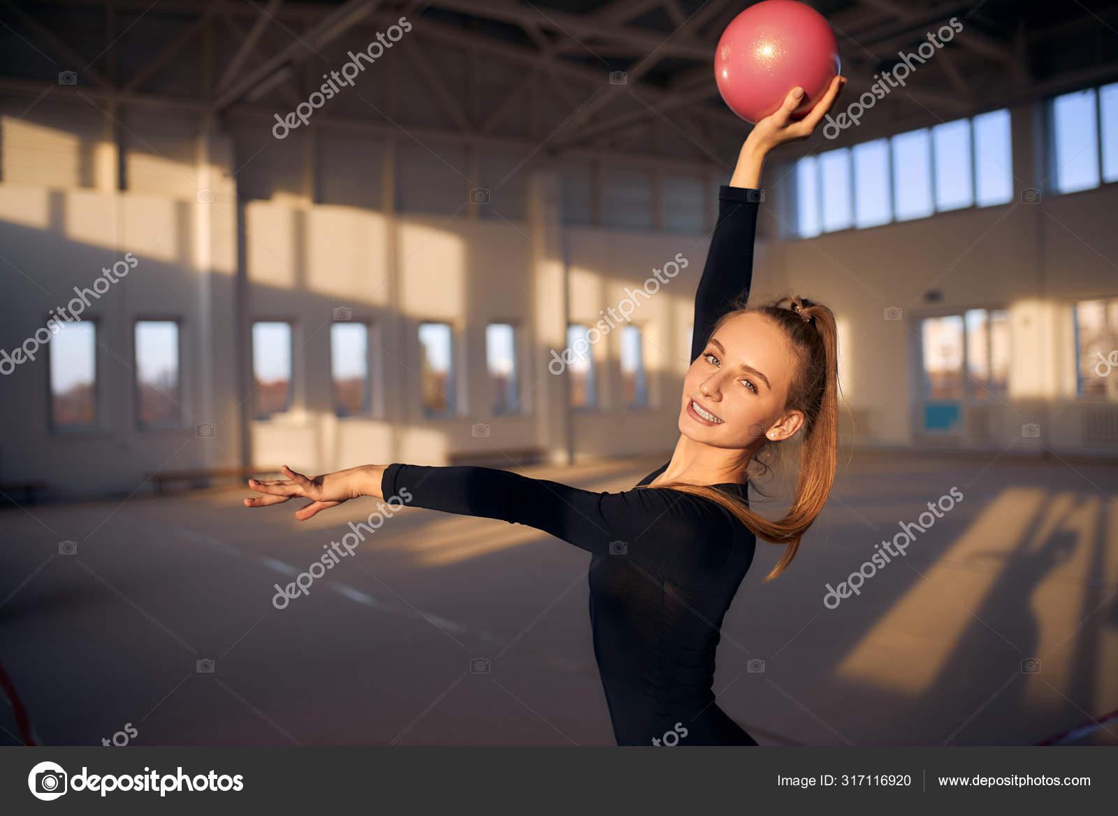 Leckere Turnerin Allein Im Gym