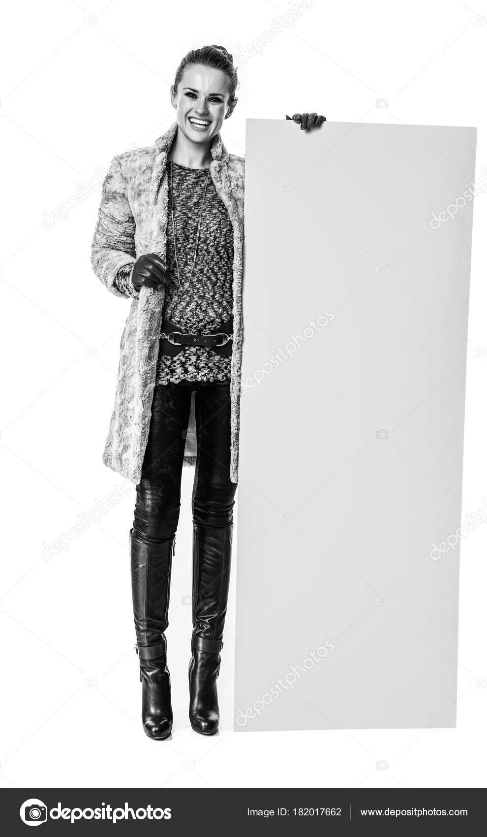 04985e1b3e85 Cosas Invierno Retrato Cuerpo Entero Feliz Moda Mujer Abrigo ...