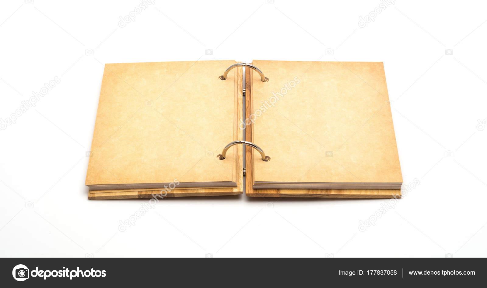 0283f1de2a Ένα σημειωματάριο ανοιχτό λευκώματος με μια κάλυψη φιαγμένη από φυσικά υλικά  — Εικόνα από ...