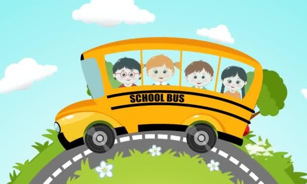 Usměvavé děti jezdící na školní autobus