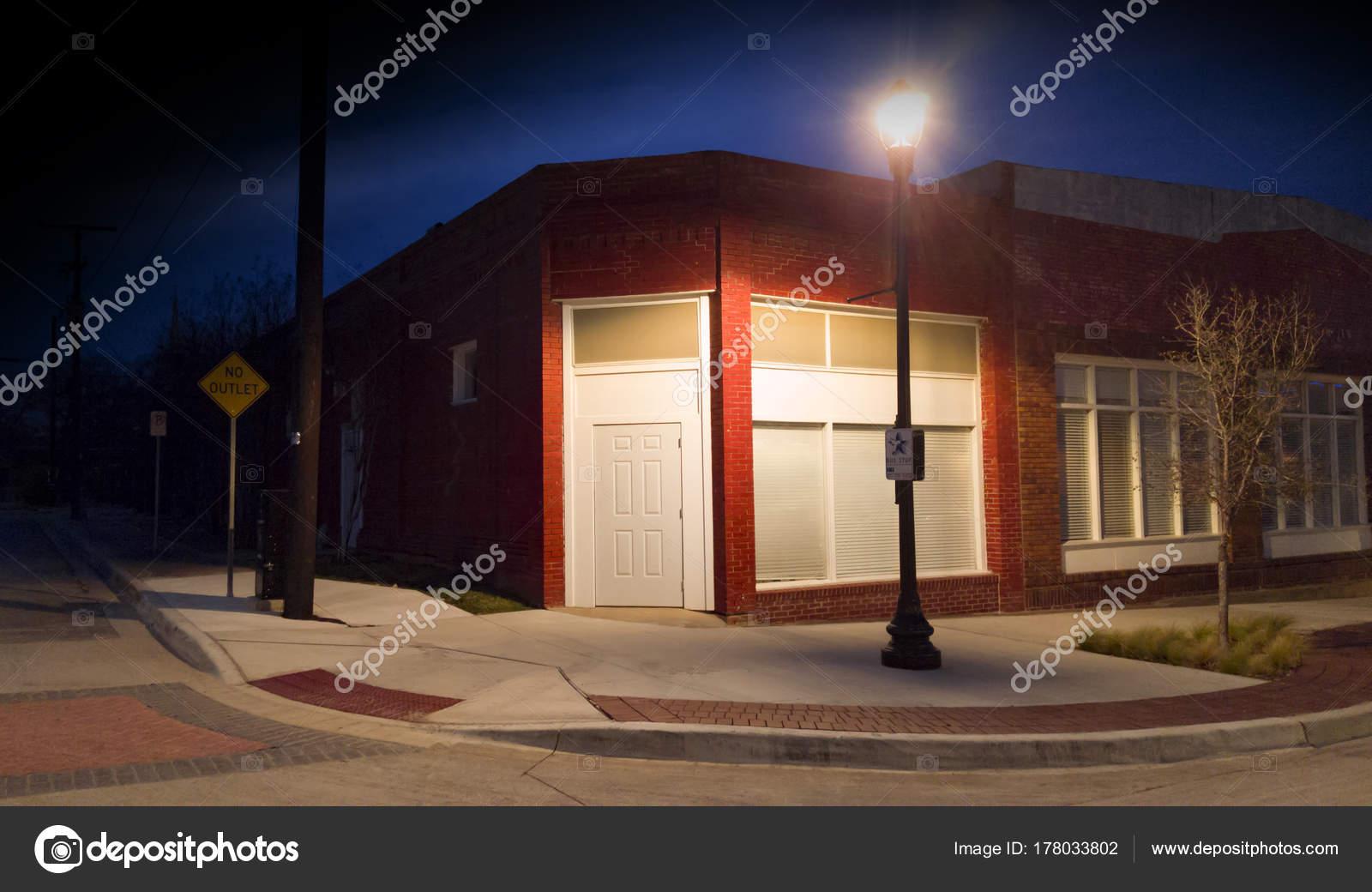 Coin Rue Dans Nuit Avec Lampadaire Photographie Dnlthornton Gmail