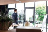 Fotografie Geschäftsmann, trinken Kaffee im Büro