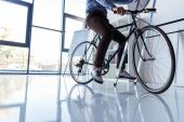 Fotografie businessman with bicycle in office