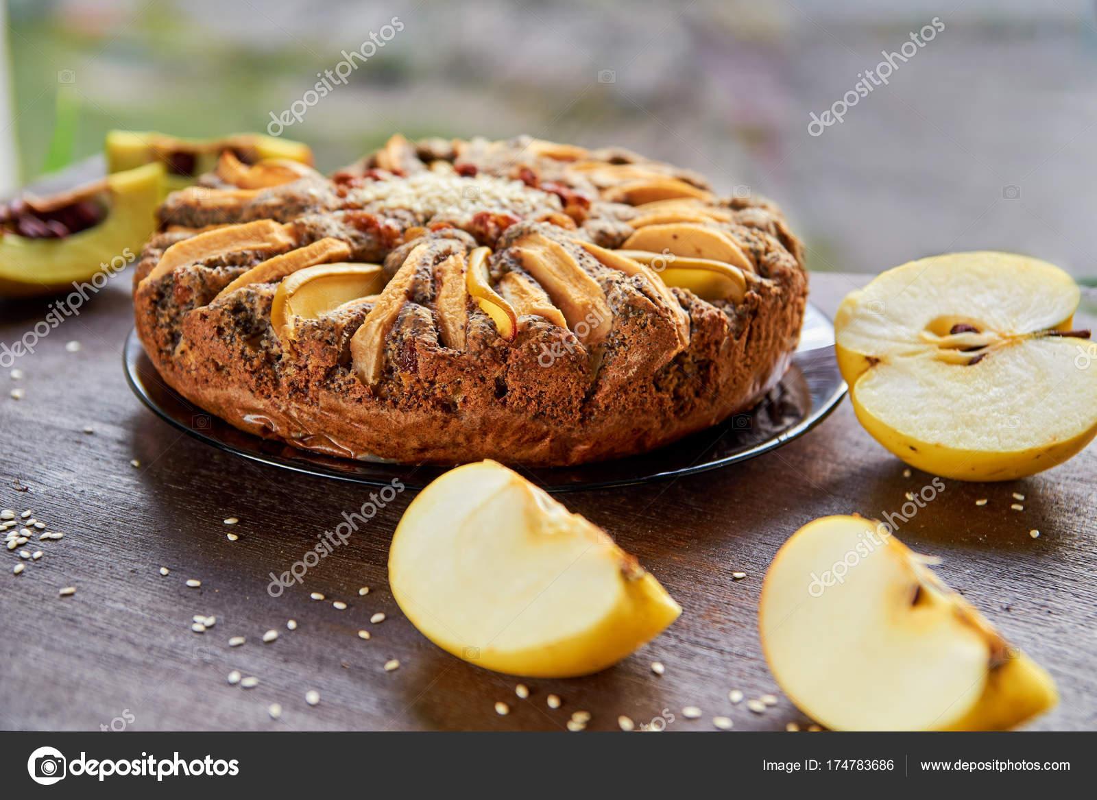 Яблочные кексы с маком, корицей, айвой и даже ирисками: рецепты приготовления картинки