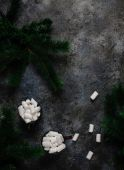Photo Marshmallow on dark shabby table