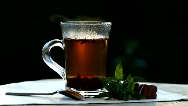 Čaj pít ve venkovním prostoru