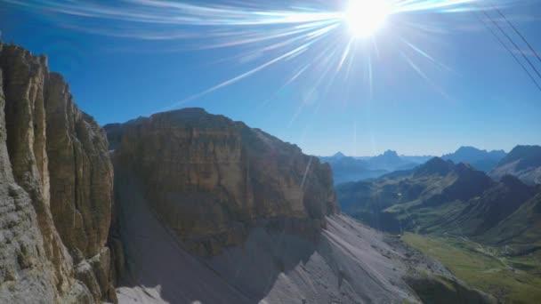 Vzestupně v lanovka v Alpách, italské Dolomity