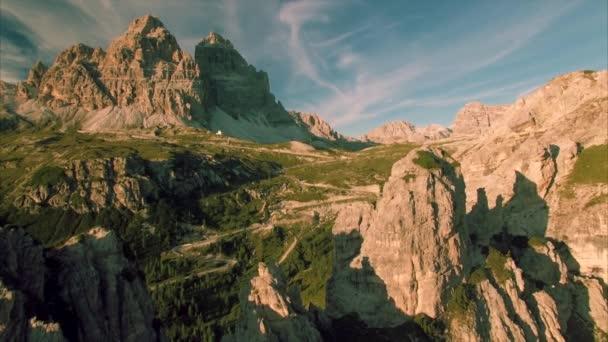 Večerní pohled na Tre Cime v Alpách