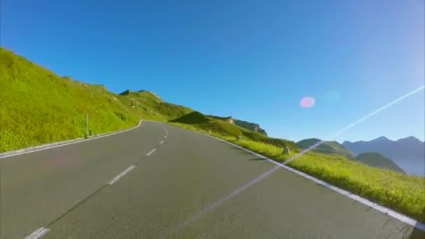 Řidič pohled malebné vysokohorské silnici Grossglockner