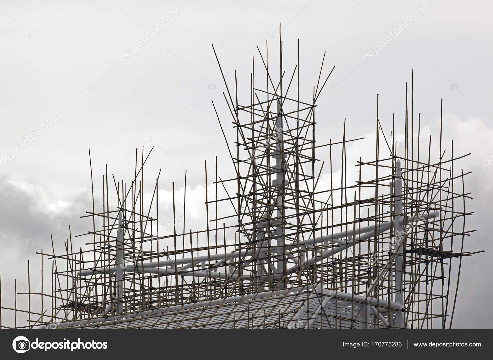 Ein Bambus Gerust An Einem Gebaude In Hong Kong China Stockfoto