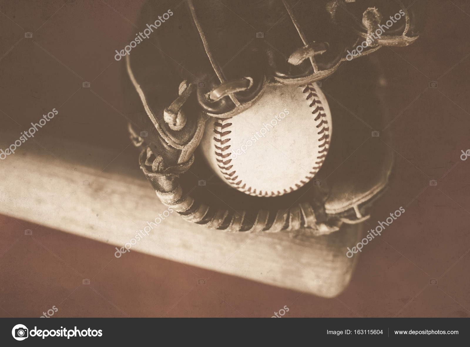 Bate, pelota y guante de béisbol del vintage — Foto de stock ...