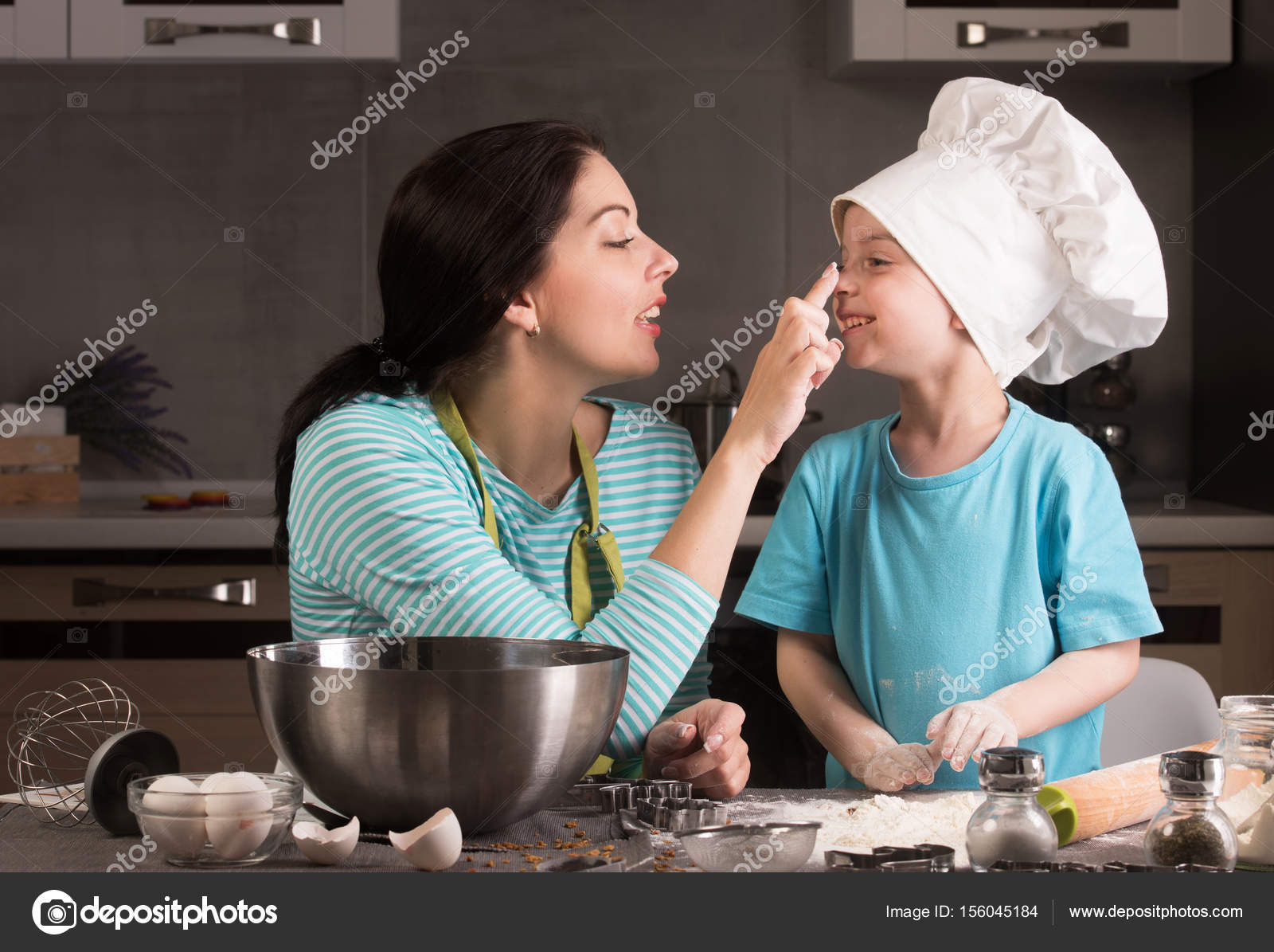 Happy family in the kitchen. Mother and son in chef hat. — Stock ...