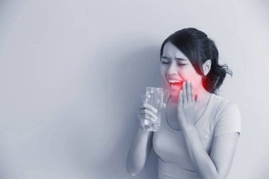 woman drinks water with sensitive teeth