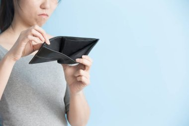 woman with no money in  wallet