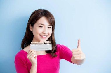 woman holding  teeth whitening sample