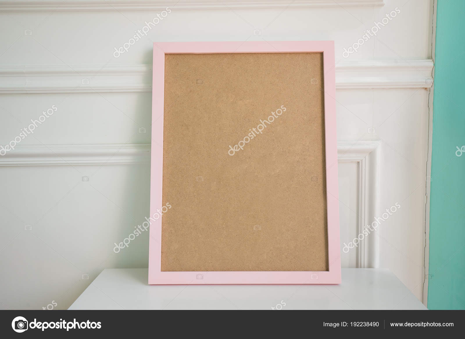 Leere Bilderrahmen Mit Textfreiraum Auf Tisch Zimmer — Stockfoto ...