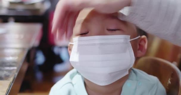 parents wear masks to children
