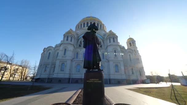 panoramic departure from the sculpture and the Cathedral on a spring day in the sun