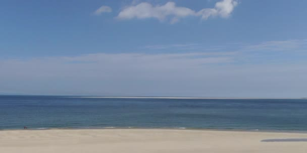 Let nad pláží a pobřeží Severního moře na ostrově Texel