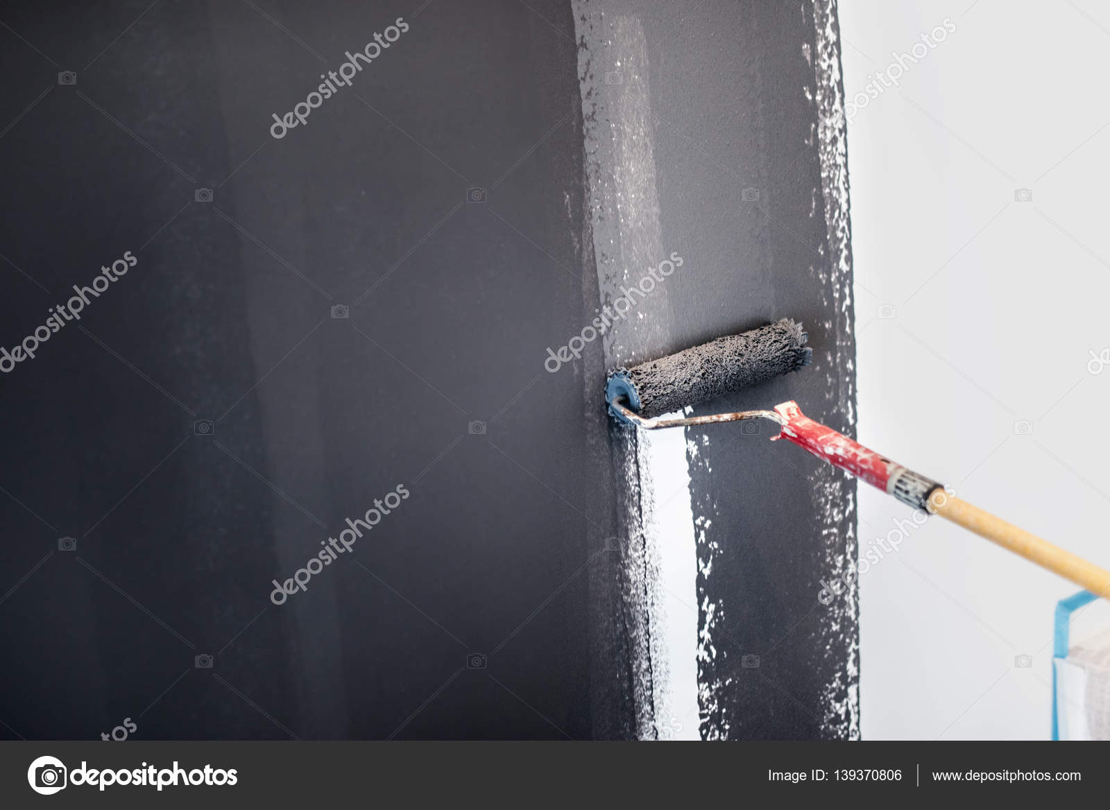 Construction Worker Painting Gray Walls Using Paint Roller. Details Of  Interior Design, Renovation And Plastering Wall U2014 Photo By Bogdan.hoda