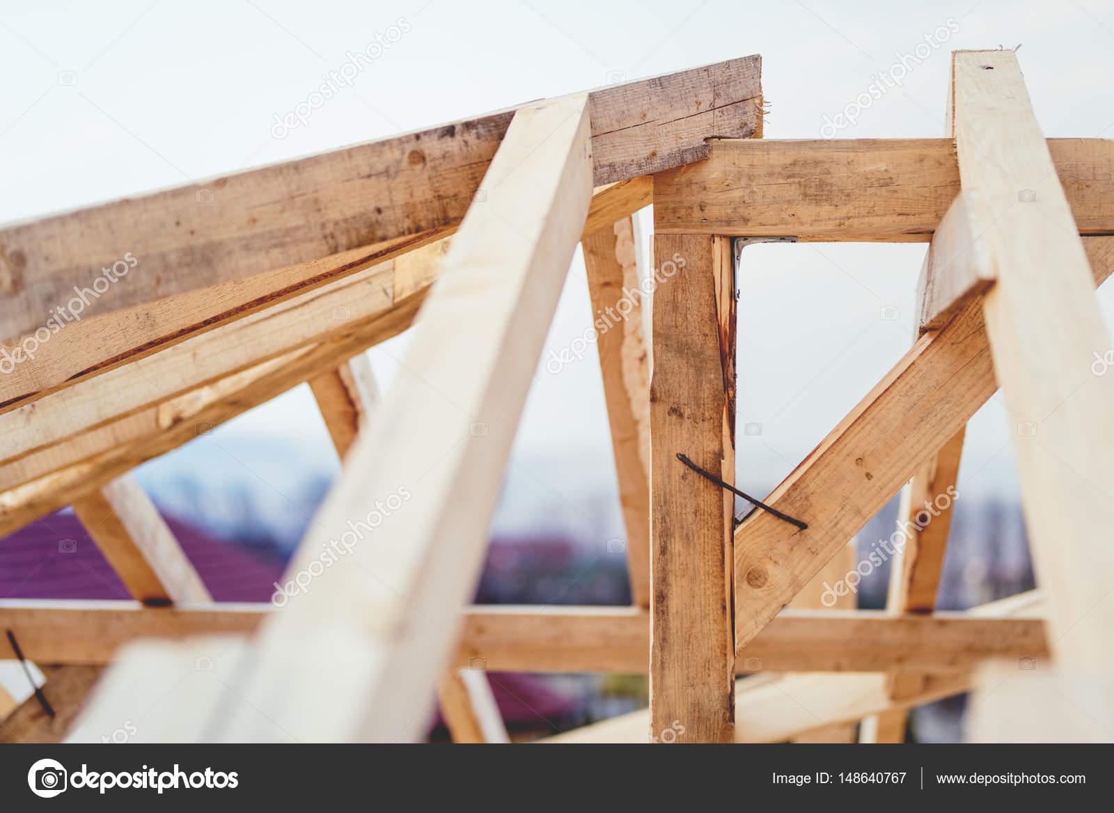 Dettagli del sito di costruzione la struttura di legno for Dettagli di incorniciatura del tetto di gambrel