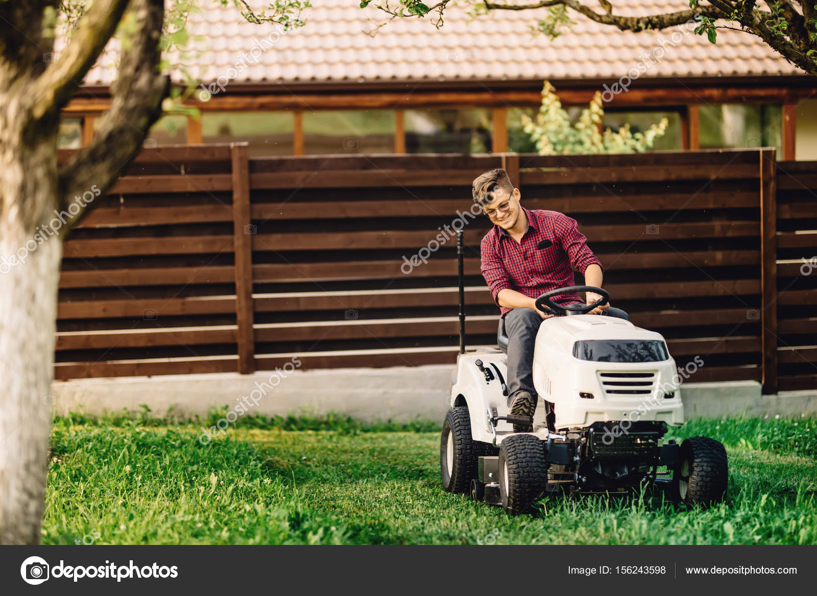 Lachelnde Arbeiter Garten Und Landschaftsbau Arbeiten Mit