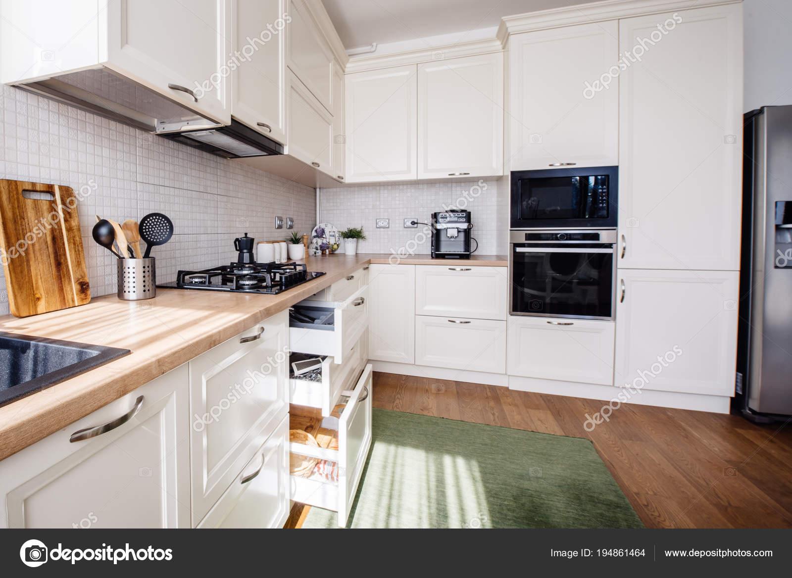 Nieuwe Design Keuken : Design moderne keuken nieuwe meubels en nieuw huis u stockfoto