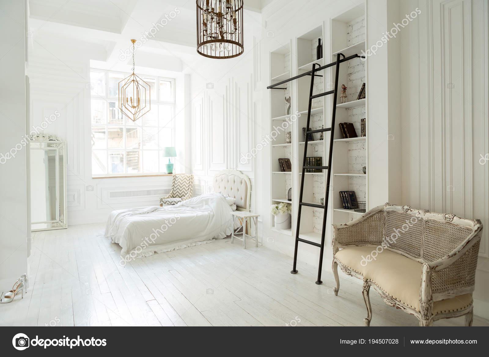Weiße Stilvolle Luxus Schlafzimmer Innenarchitektur Weiches ...