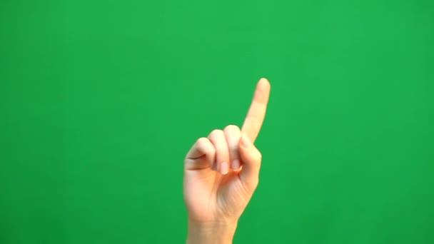 Gesta rukou. Touchscreen. Ženská ruka ukazující vícedotyková gesta v zelená obrazovka