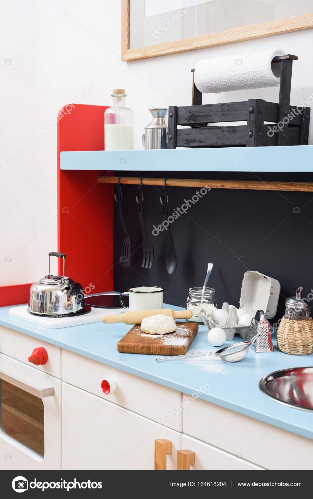 Giochi di cucina per bambini con miniatura stufa, lavello, bollitore ...