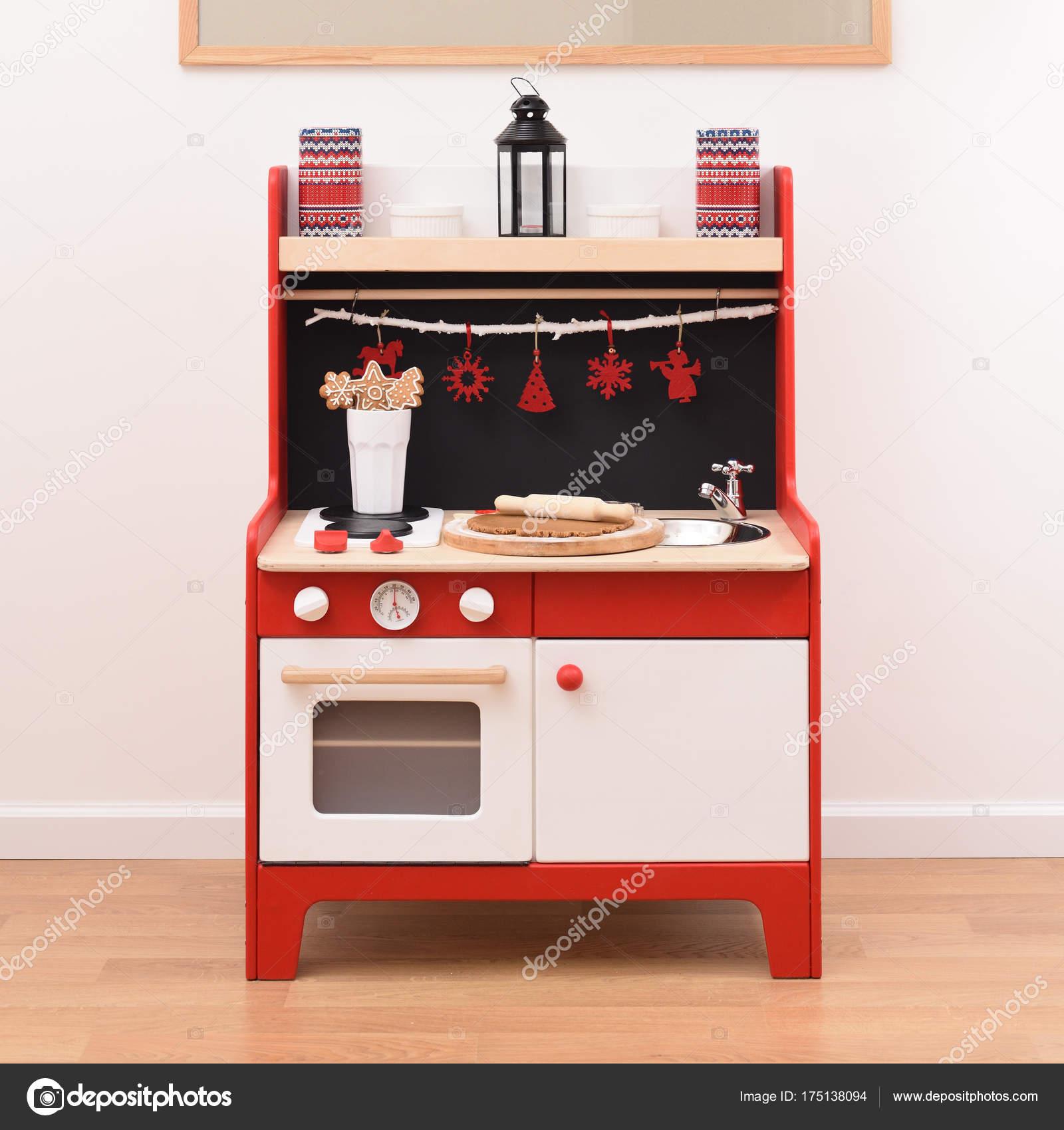 Cucina giocattolo di design pronto per preparare biscotti. Cucina ...