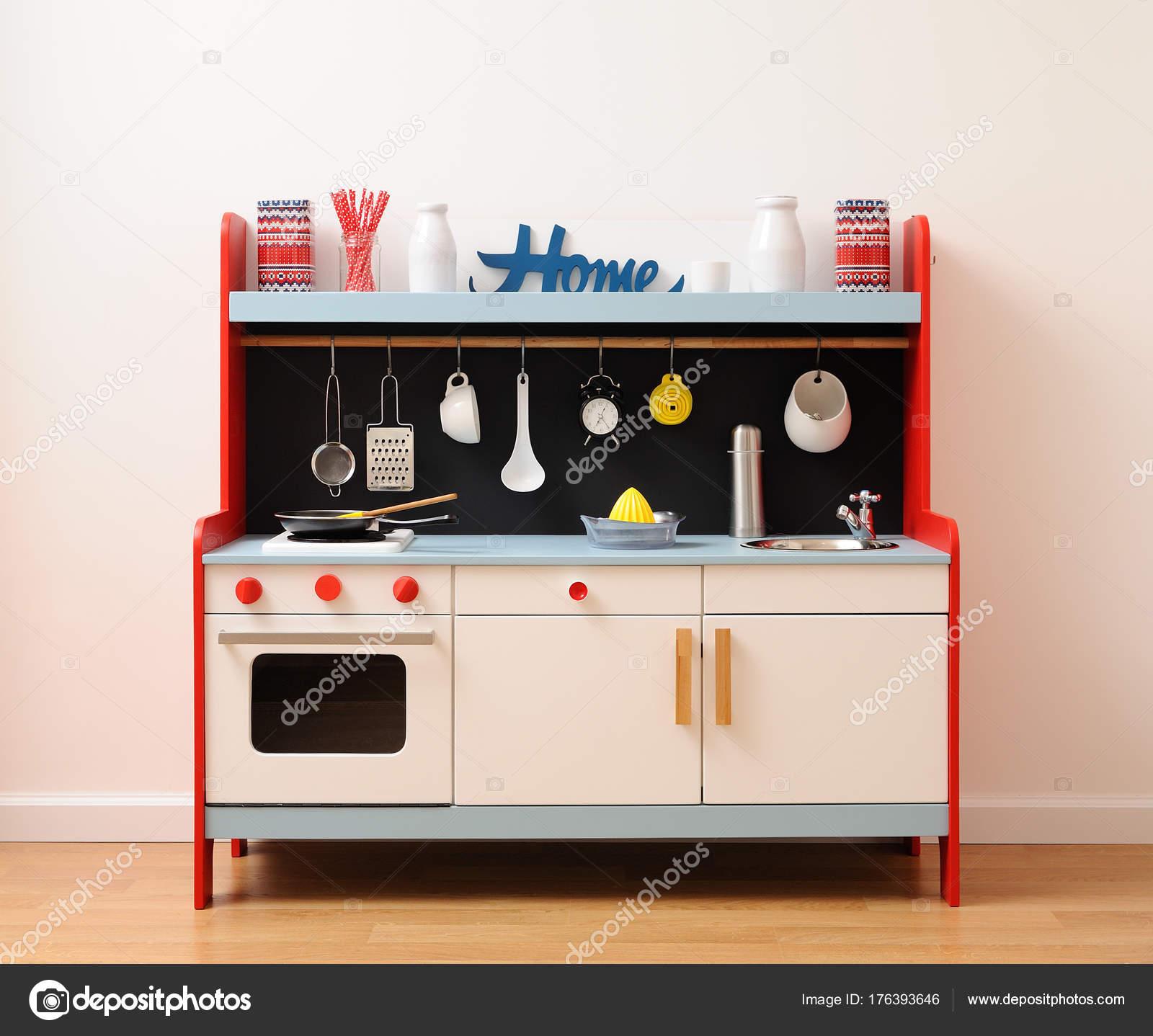 Cucina giocattolo di design in bianco, rosso e blu con cassetti ...