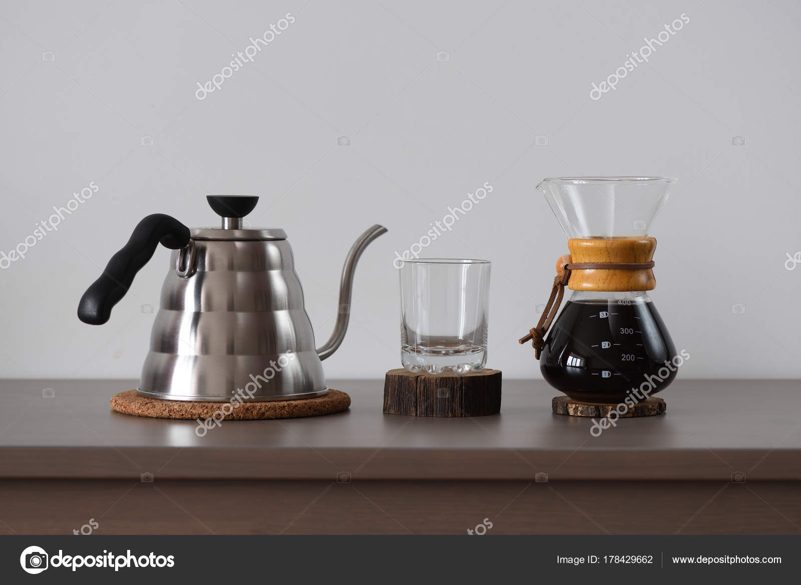 Filterkaffee festgelegt. Stahl Kessel, Glas und Hand Filterkaffee ...