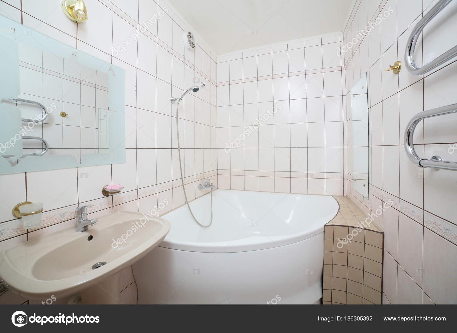 Interieur van moderne europese douche u stockfoto fiphoto