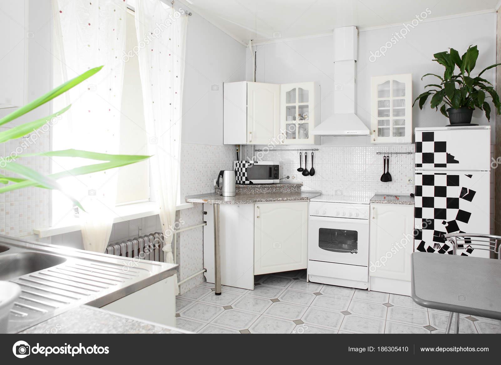 Interior Da Cozinha Moderna Europeia Fotografias De Stock
