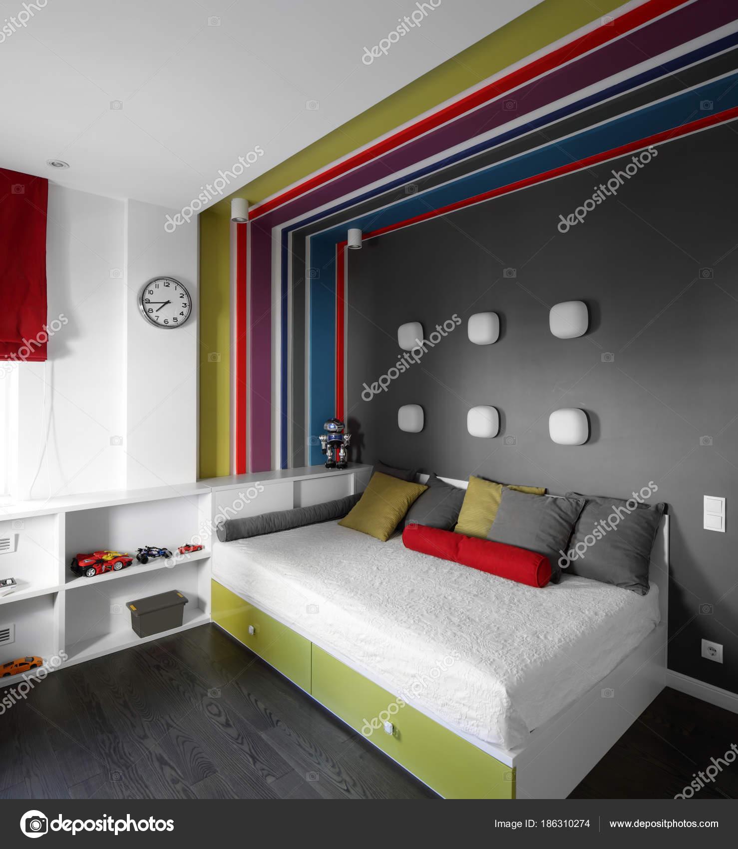 kleurrijk interieur van kinderkamer stockfoto