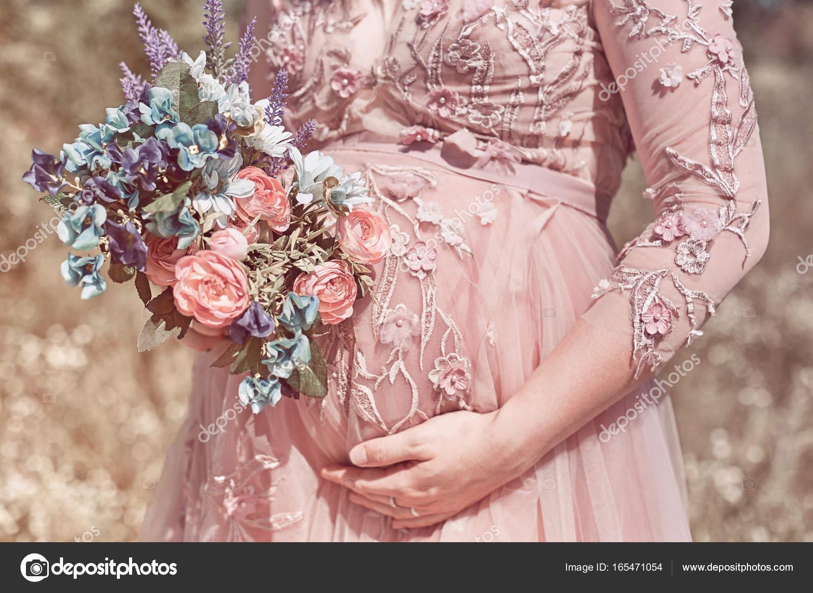 Embarazo, la gente y la maternidad concepto - closeup de vientre de ...