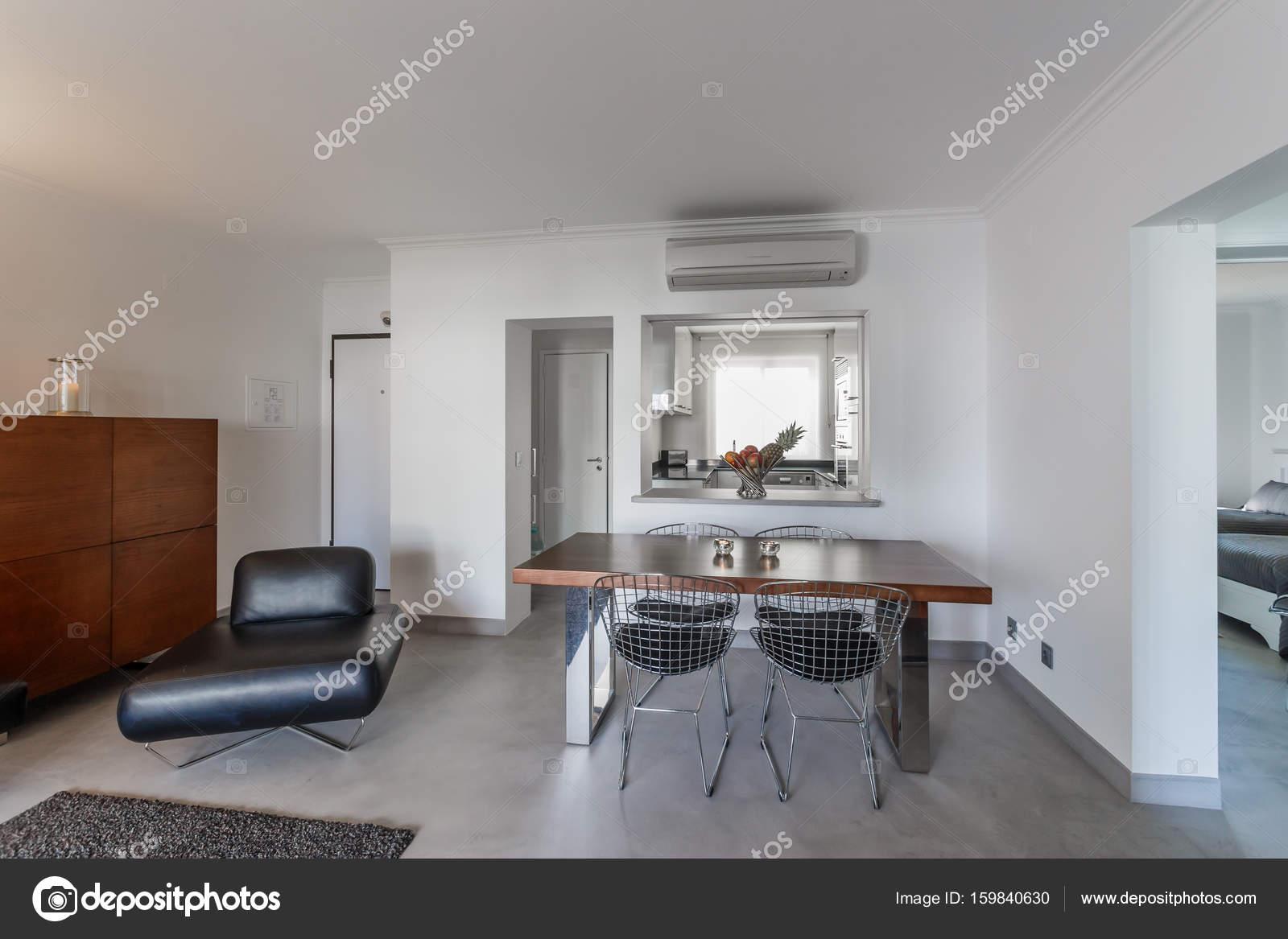 Modern appartement met witte muren en licht grijze vloer u2014 stockfoto