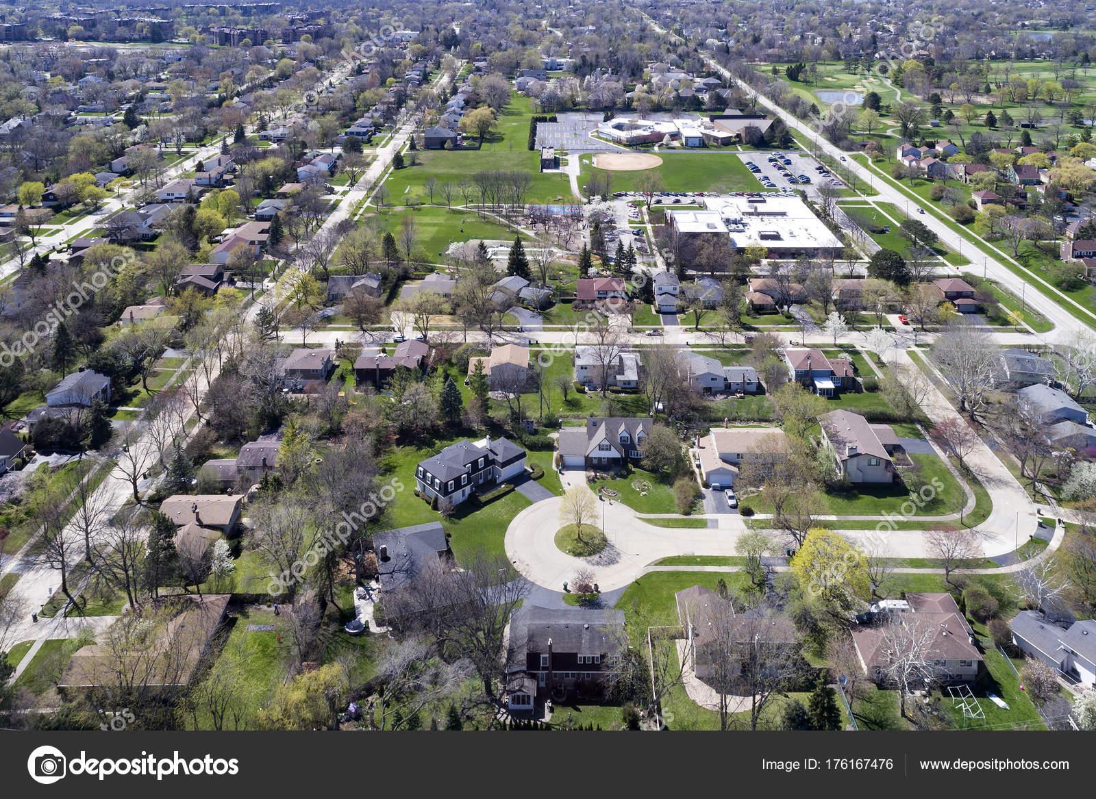 袋小路の郊外地区の航空写真 — ...