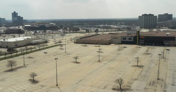 SCHAUMBURG, IL - APRIL 7, 2020: At the largest shopping mall in Illinois, stores remain closed to promote the quarantine, social distancing and home isolation guidelines during the coronavirus pandemi